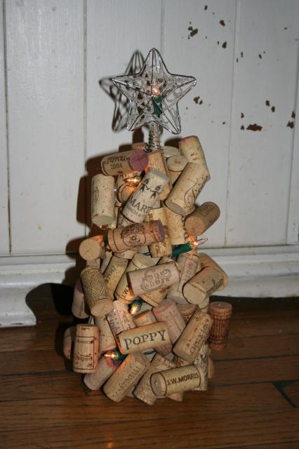 Make a wine cork christmas tree simply rurban simply for How to make a wine tree