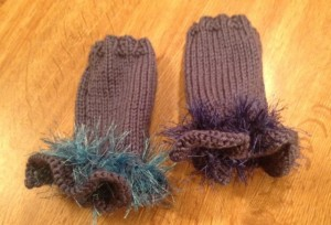 Ruffle gloves pair